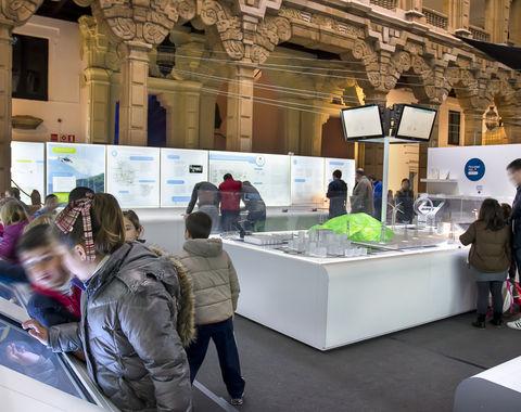 """La exposición """"Una autopista detrás del enchufe"""" se prorroga hasta enero de 2014"""